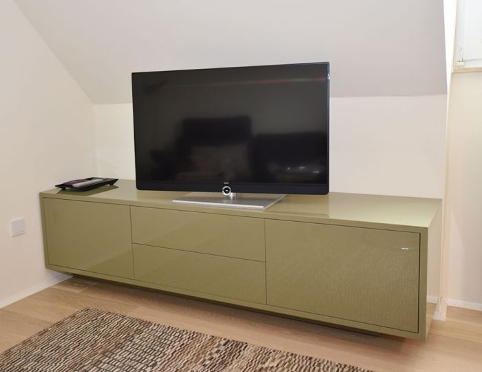 TV-Sideboard in Drempel